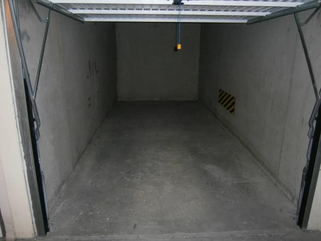 balaruc les bains vente garage 24 000 r f 907 des thermes. Black Bedroom Furniture Sets. Home Design Ideas